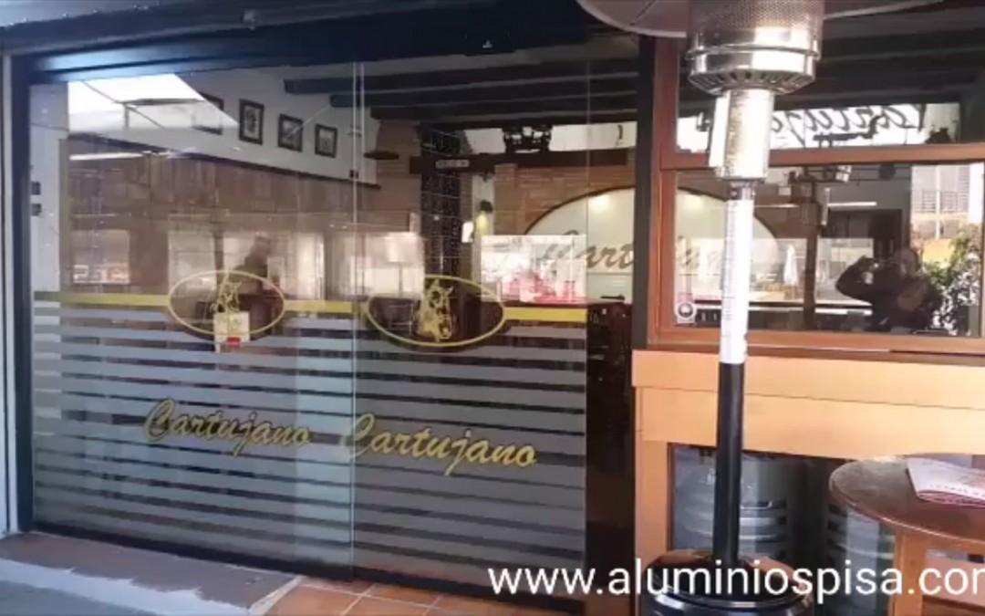 Colocación de puertas automáticas de cristal